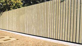 Sichtschutz aus Holzlatten in grau